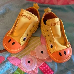 Adorable Yellow ducky Converse Infant all stars